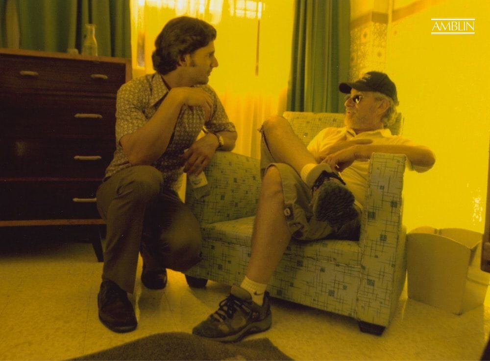 Eric Bana, who plays Mossad agent Avner Kaufman, chats with Spielberg on the set of Munich.