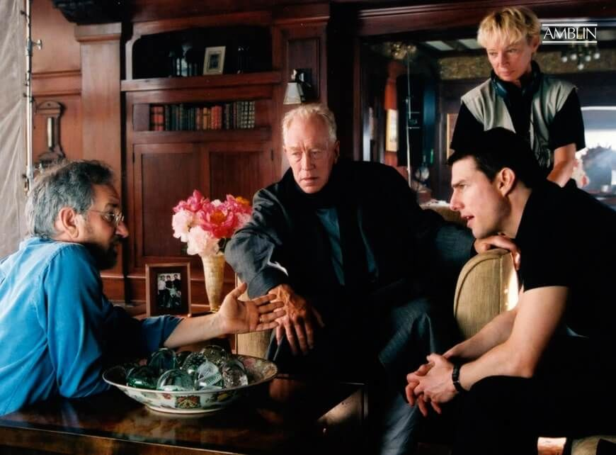 In discussion with Minority Report actors Max Von Sydow and Tom Cruise.
