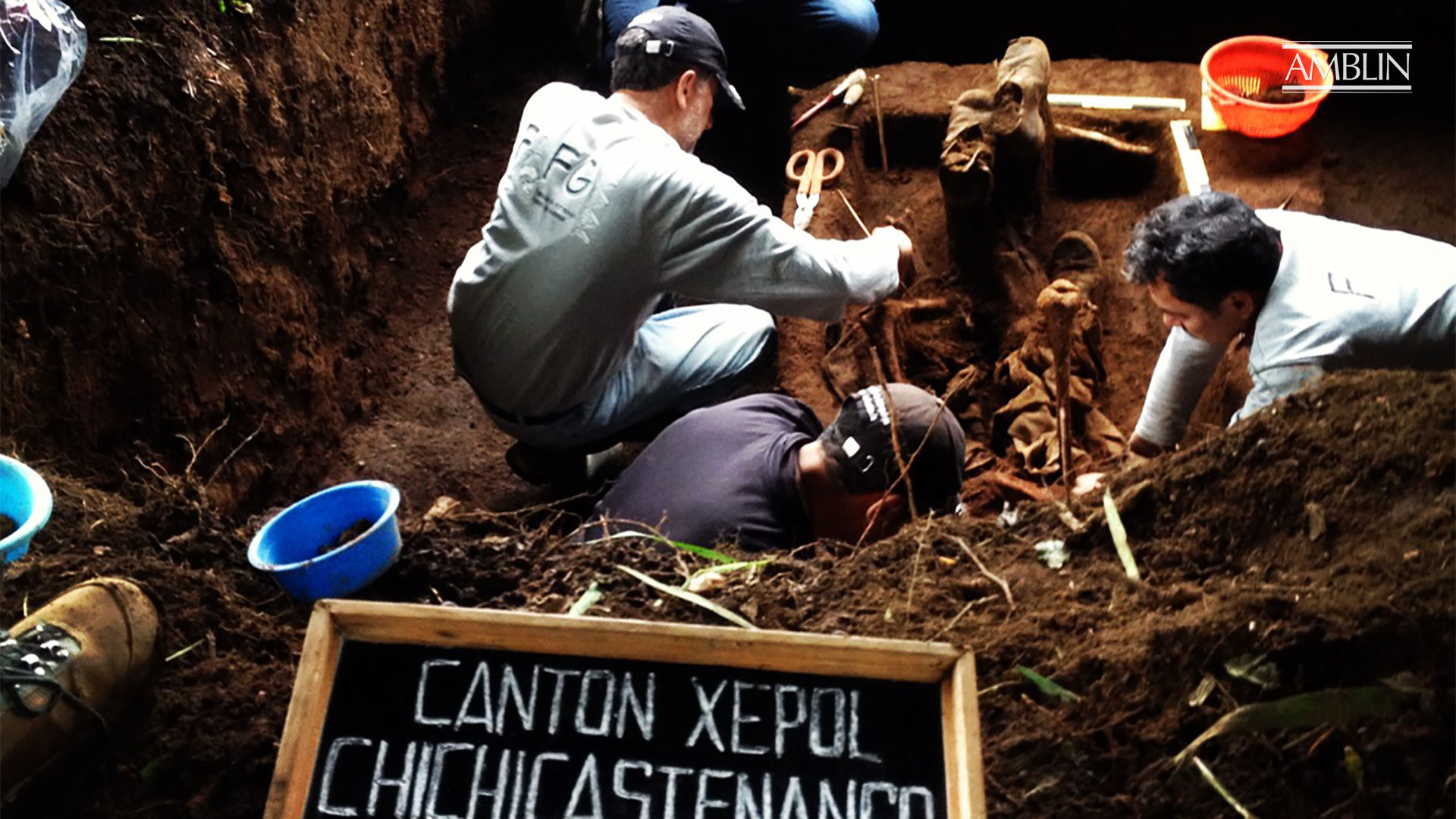 FAFG anthropologists during exhumation in Xepol. [Photo: Marte Tunheim]